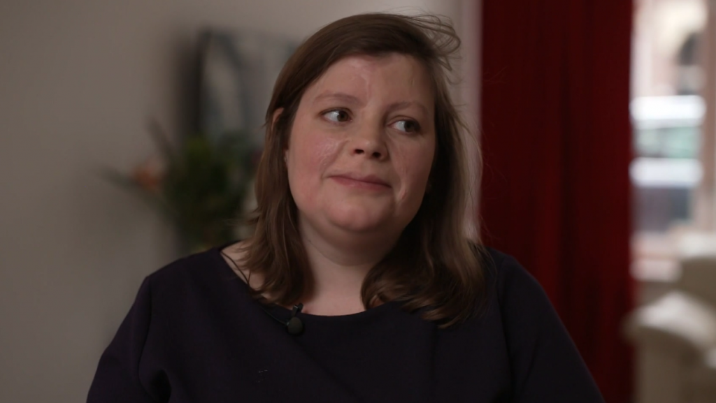 Ymke (30) verloor haar ouders en drie zussen in een auto-ongeluk: 'Toch is het leven een feest'