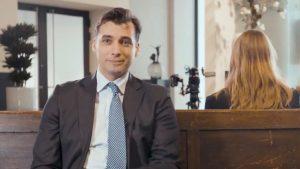 Thumbnail voor Thierry Baudet loopt weg bij interview met Emma Wortelboer: 'Je hart is dicht'