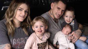 Het gezin - Harm werd wakker gemaakt door de politie voor Fergies bevalling