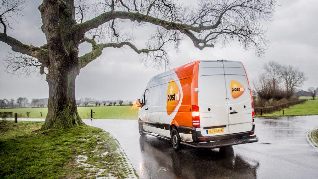Van 'niet thuis' tot laat geleverd: we klagen meer over pakketbezorgers