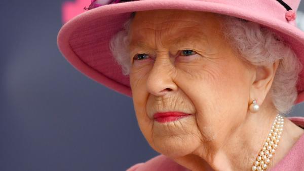 Koningin Elizabeth heeft het zwaar: 'Boos, teleurgesteld en een traantje moeten wegpinken'