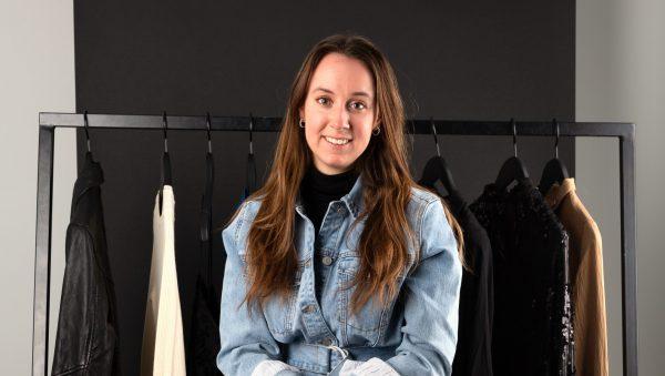 Joy werkt als sales support in de modewereld