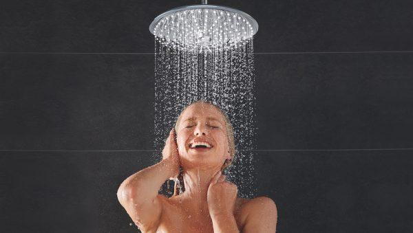 Zo vaak douchen Nederlanders gemiddeld
