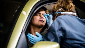Besmettingen en blunders: een overzicht van één jaar corona in Nederland