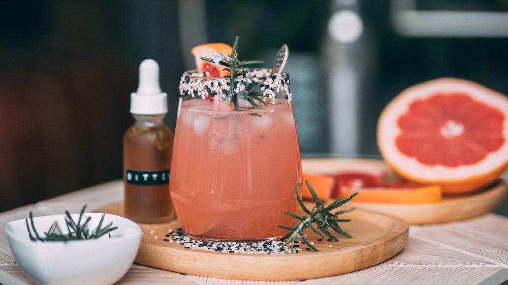 Maak van je huis een bar: 5 x tips voor de beste (en lekkerste) cocktailbox