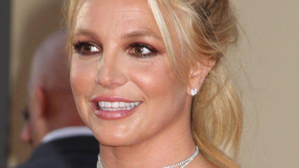 Britney Spears maakt eigen versie van TikTok video op Toxic_ 'Who did it better?'