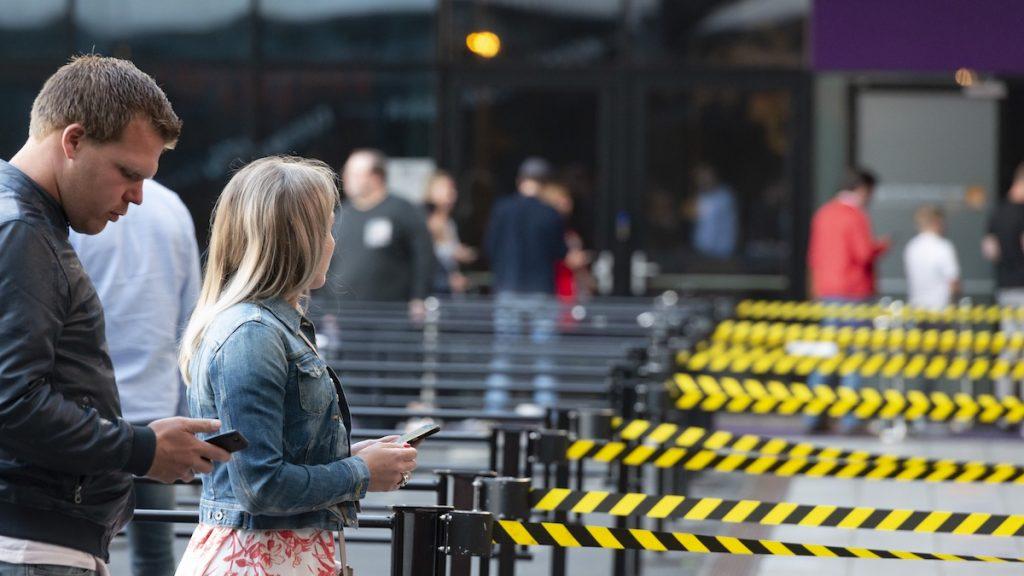 Weer ouderwets in de rij: bekijk beelden van proefevenement in Ziggo Dome
