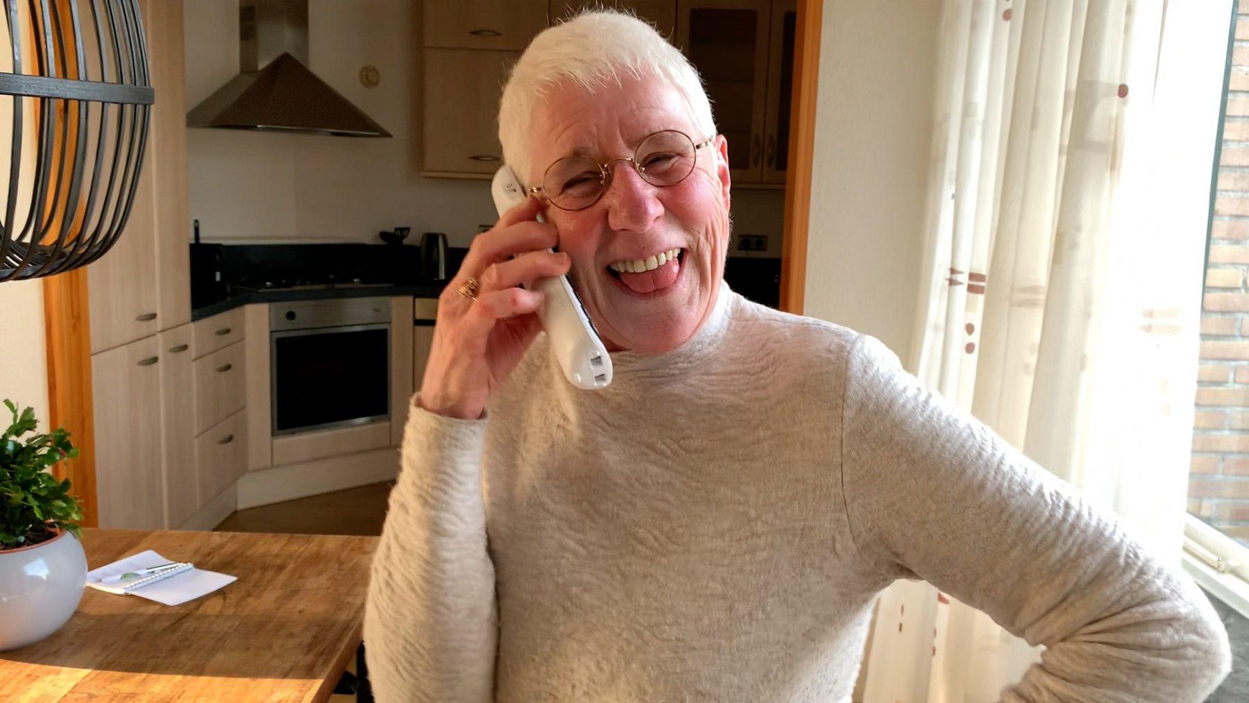 Buurvrouw Roos (74) is eenzaam en zoekt nu liefde via online daten