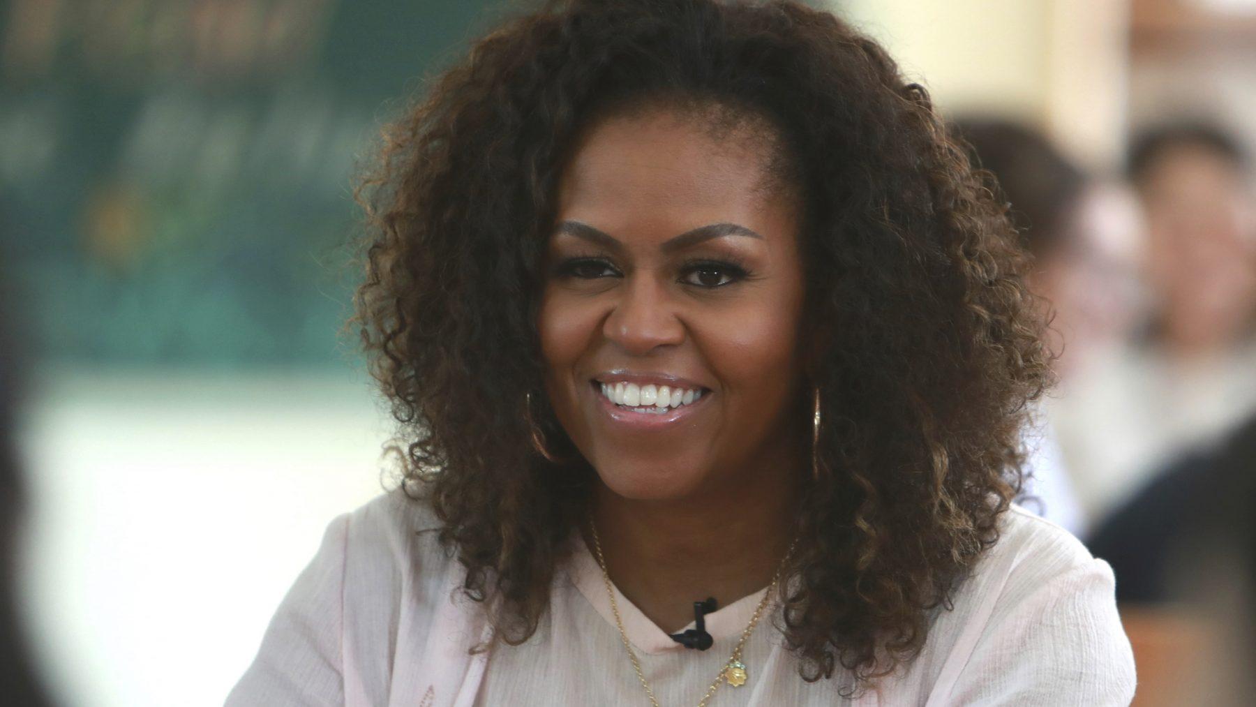 Michelle Obama draagt Nederlands modelabel (en wat staat het haar goed)