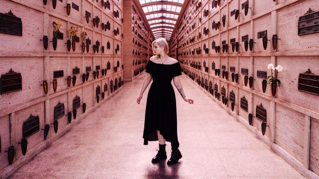 Claudia Crobatia is deathfluencer: 'Leg je wensen voor je uitvaart vast'