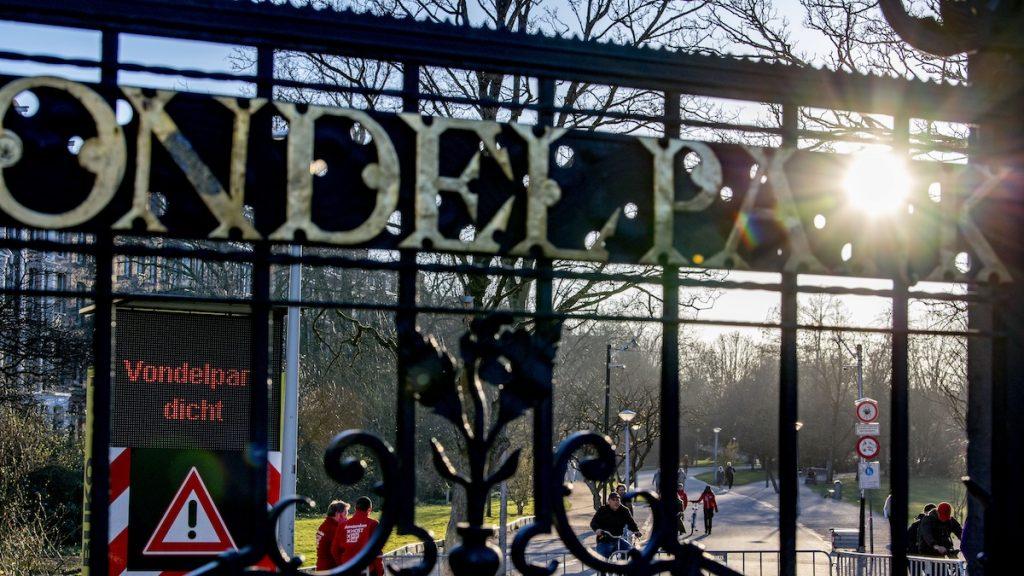 Daar gaan we weer: toegang Vondelpark gesloten vanwege drukte