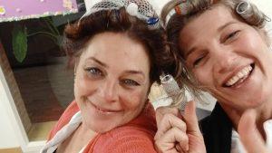 Thumbnail voor Bianca helpt dementiepatiënten door te werken in pyjama: 'Beter dan een pilletje'
