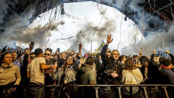 Mogelijk zestien mensen besmet tijdens festivals Fieldlab