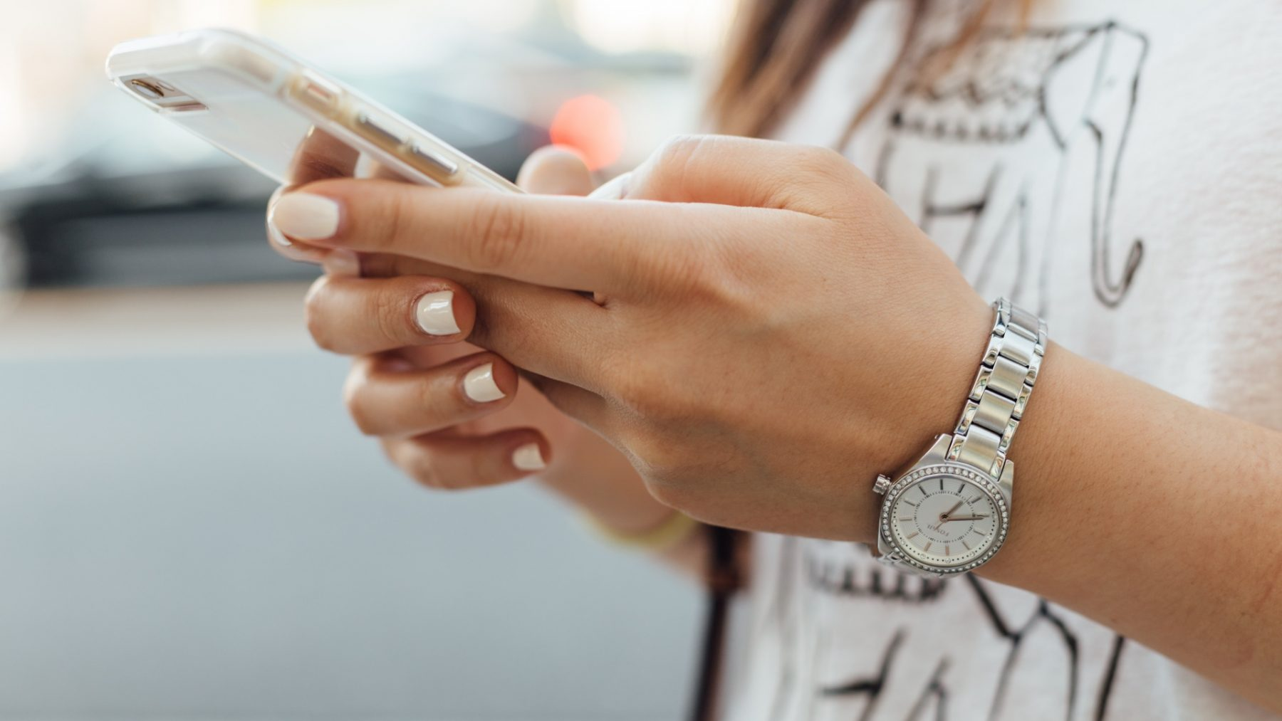 Honderden jongeren verzekeren zich via WhatsApp-groepen tegen avondklokboete