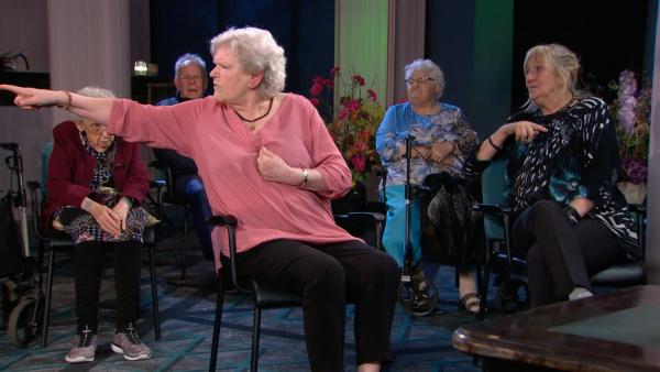 greet tiny gerrie sylvia Dames in seniorenflat vechten elkaar de koffiekamer uit: 'Ik ben in m'n gezicht gespuugd'