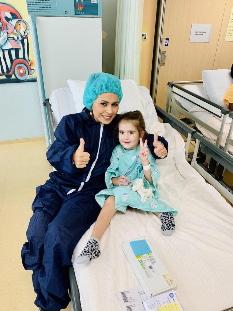 Nurcan en Lara in het ziekenhuis - Lara heeft parenterale voeding