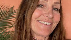 Marike (58) liet implantaten verwijderen na jarenlange klachten: 'Mijn lijf voelt veiliger'
