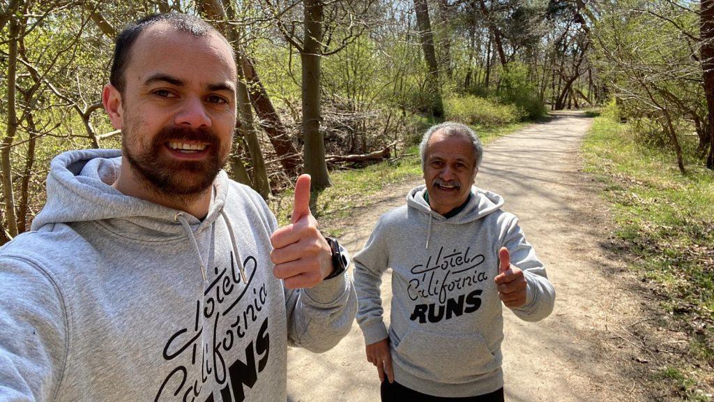 Jordy en Charlie lopen wekelijks hard tegen dementie: 'Mijn vader móét fit blijven'