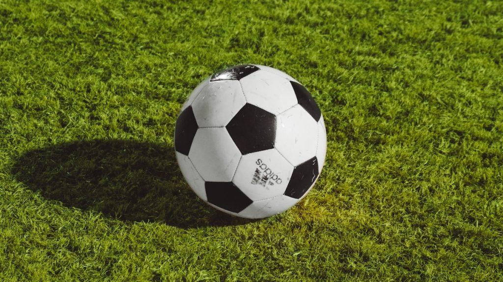 Nieuwe voetbalcompetitie European Super League is nu al omstreden, maar wat is het?