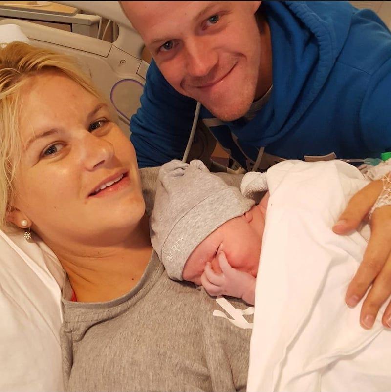 Sharon Olaf en Dhane na de bevalling