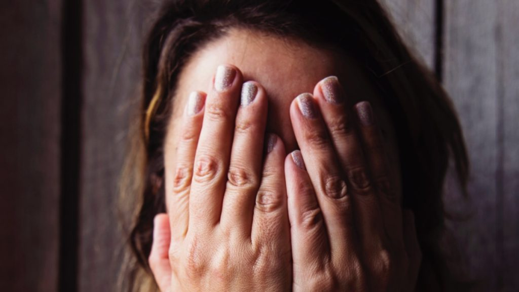 Hoe ga je verder als je onverwachts je partner verliest? Psycholoog Susanne geeft advies