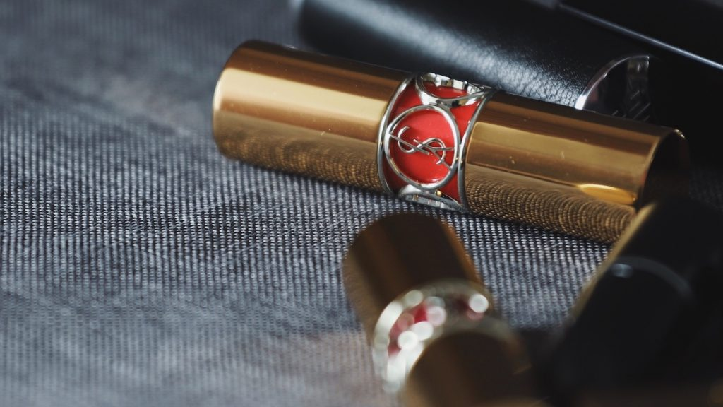 Klein budget, maar wil je wél een ring van Yves Saint Laurent? Deze hack regelt het