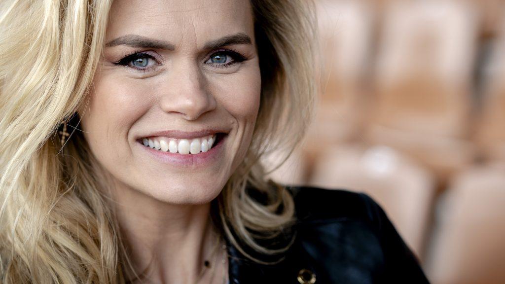 Zelfde pose, maar 2 jaar later: Nicolette van Dam deelt prachtfoto's van dochters