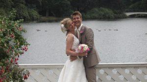 Thumbnail voor Onweer, stroomuitval en een ondergelopen feestzaal: bruid Kirsten kreeg wolkbreuk cadeau