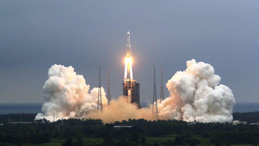 Chinese raket stort binnenkort mogelijk neer op de aarde