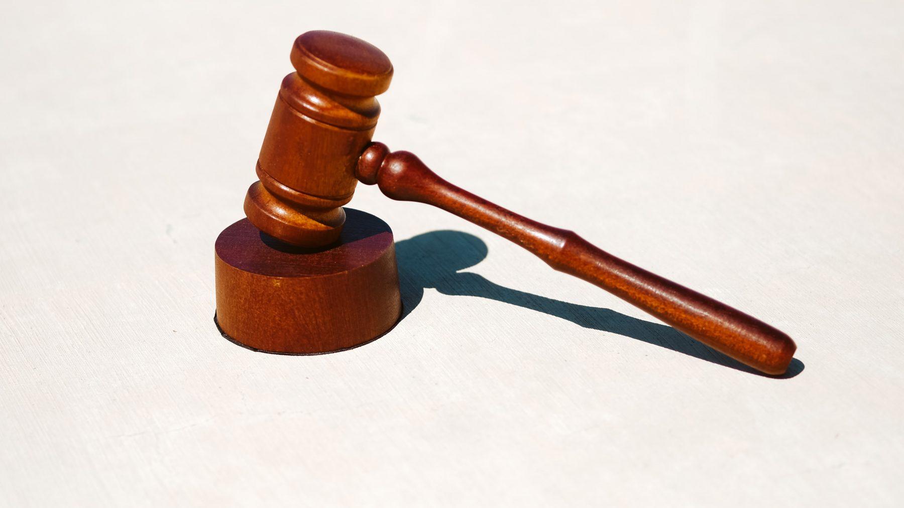 notaris uit ambt gezet na 13 jaar puinhoop