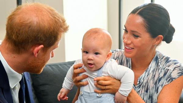 Harry en Meghan delen nieuwe foto van tweejarige Archie