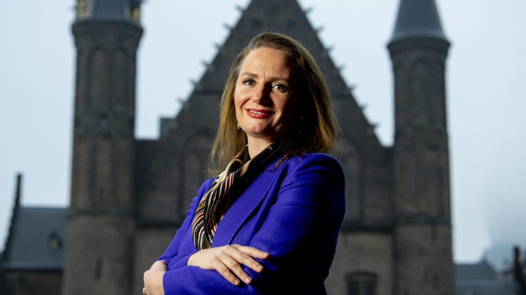 Naaktfoto's naar je zorgverzekeraar sturen: PVV stelt Kamervragen