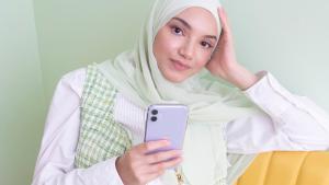 Rhaida (26) geeft fashiontips voor het Suikerfeest: 'Combineer traditioneel met modern'