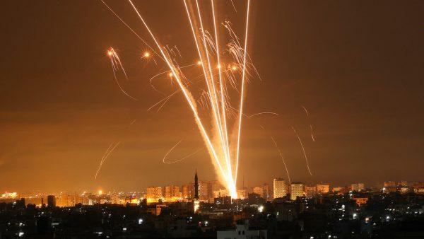 Raketaanval in Gazastrook op gebouw met internationale media