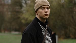 Thumbnail voor Stijn (22) werd belaagd omdat hij homo is: 'Ik voelde me tot op het bot vernederd'