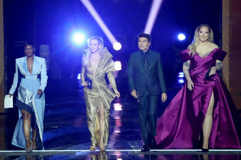 Dit zijn de oogverblindende finale-outfits van de Songfestival-presentatoren