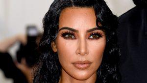 Thumbnail voor Kim Kardashian gezakt voor examen rechten: 'Ik kijk 'Bridgerton' om te ontspannen tijdens studeren'