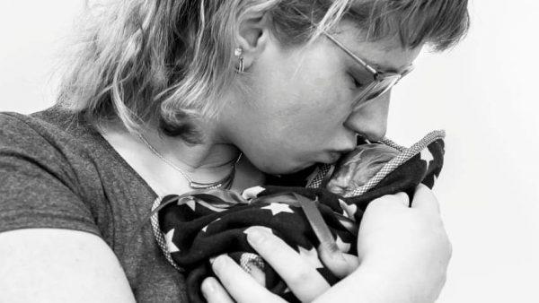Zwangere Nicky kreeg corona en een doodgeboren kindje: 'Mijn gevoel zegt dat ons zoontje hierdoor is overleden'