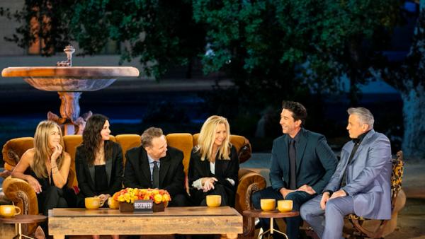 Regisseur 'Friends'-reünie: 'Geen zorgen, het gaat goed met Matthew Perry'