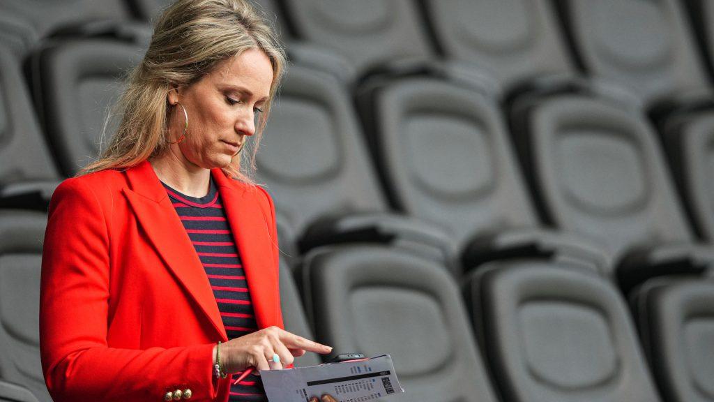 helene-hendriks-seksisme-voetbalwereld-vrouwen-snel-gekwetst