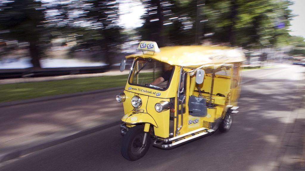 Vrouw (20) uit Lunteren overleden door ongeluk met tuktuk in Kesteren