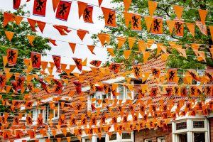 Fans van Oranje in lange wachtrijen voor coronatest