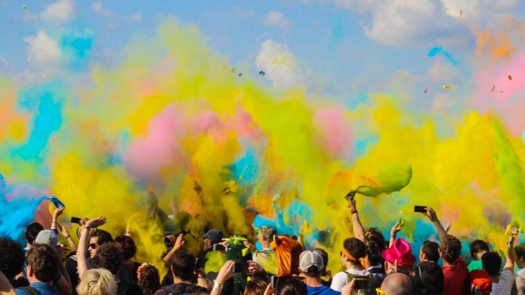 In Amsterdam, Utrecht en Maastricht kun je verfballonnen gooien