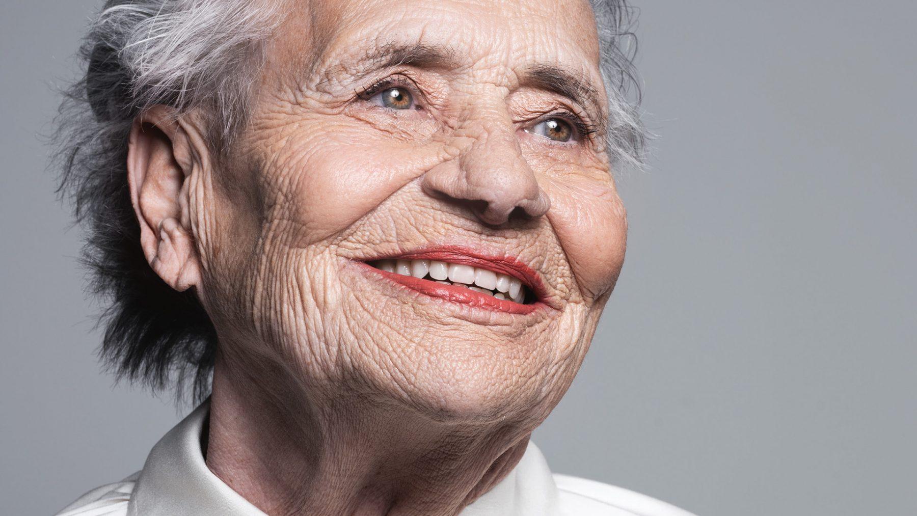 Annie (79) woont hele leven al op Vlieland:'Met de heli naar het ziekenhuis'
