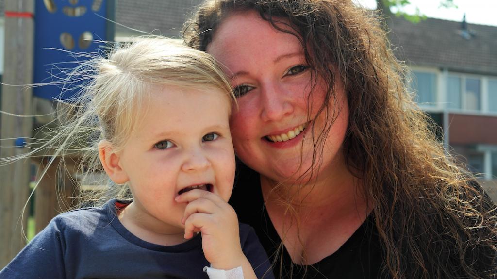 Blaren, open wonden en loslatende nagels: Yvonne en haar dochter Myra hebben huidziekte EB