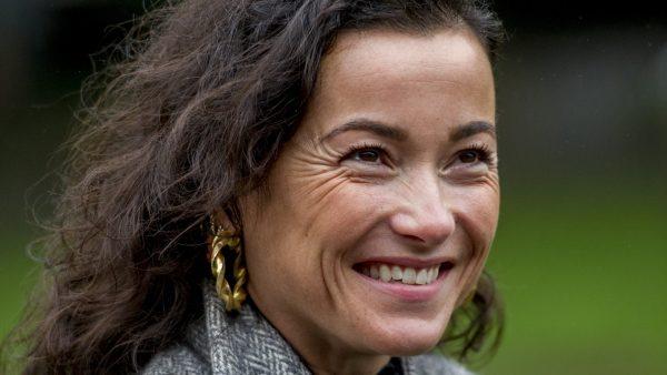 Birgit Schuurman vol met de poes in beeld_ 'Gewoon een onderbroek aan hoor'