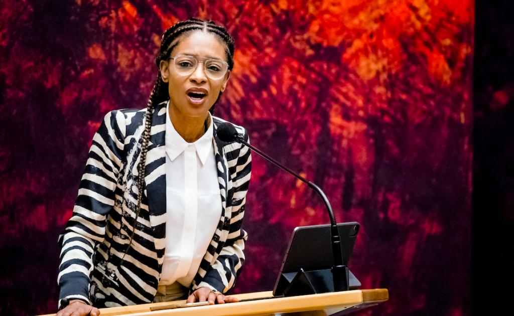 Sylvana Simmons storm weg tijdens debat