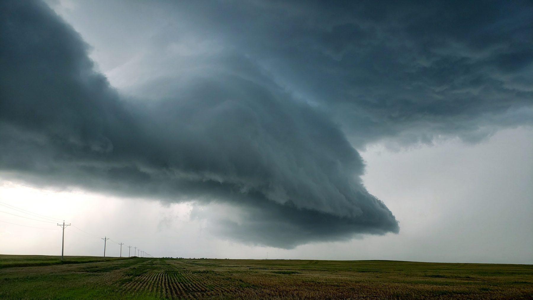 Houd je vast: KNMI meldt (piepkleine) kans op een tornado