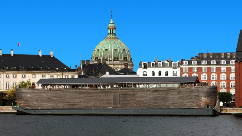 Noach's Ark van Aad Peters mag (nog) niet over zee terug naar Nederland