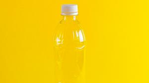 Thumbnail voor Gooi kleine plastic flesjes niet weg, je afval is vanaf nu geld waard